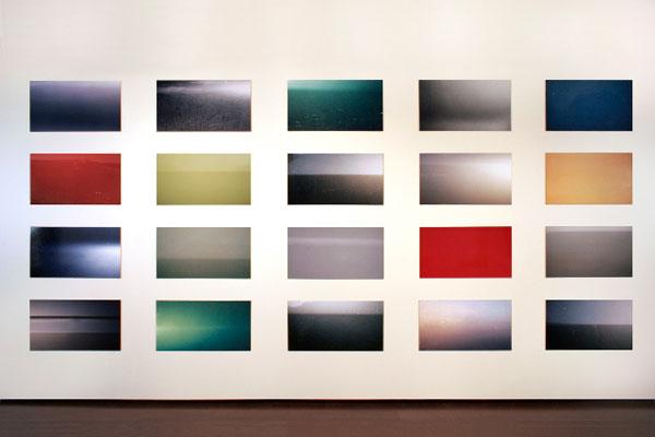 Hervé Beurel, Carrosserie panoramique, 1996. 20 photographies, tirages lambda sur aluminium, 35 x 65 cm, Collection du Conseil Général des Côtes d'Armor.
